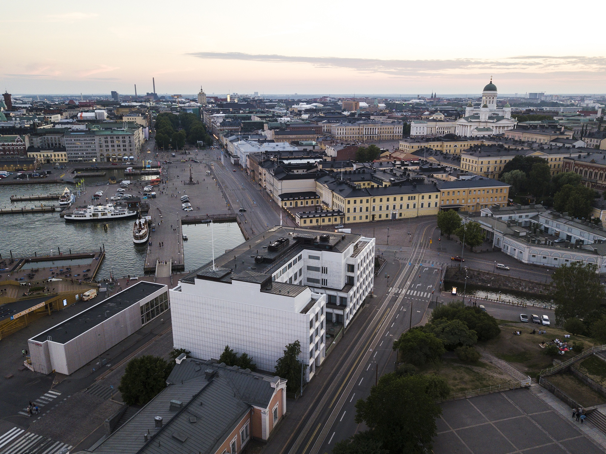 Helsinki Market Square and the Presidential Palace
